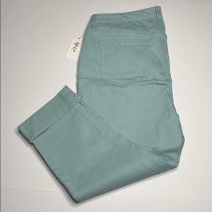 Style & Co mid rise Capri jeans